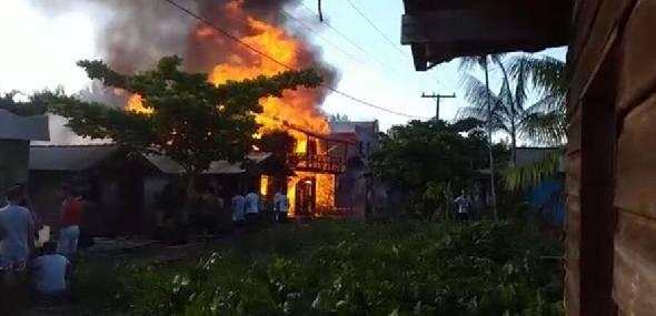 Incêndio atinge quatro casas e uma igreja no arquipélago do Marajó