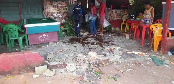 Motorista perde controle de carro e invade estabelecimento comercial, em Itaituba