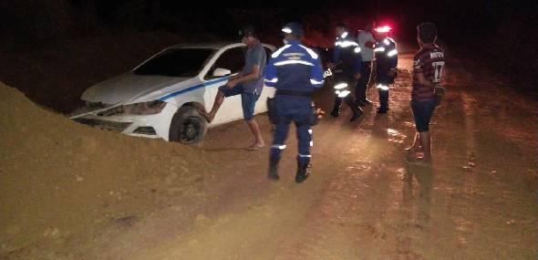 Motorista perde controle e colide com barreira na estrada do Curral Redondo, em Itaituba