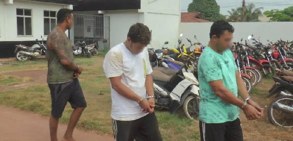 Operação policial em Jacareacanga resulta na prisão de três pessoas e apreensão de armas, muniçõe, dinheiro e ouro