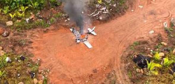 Piloto foge após incendiar avião suspeito interceptado pela FAB entre Novo Progresso e Guarantã do Norte-MT